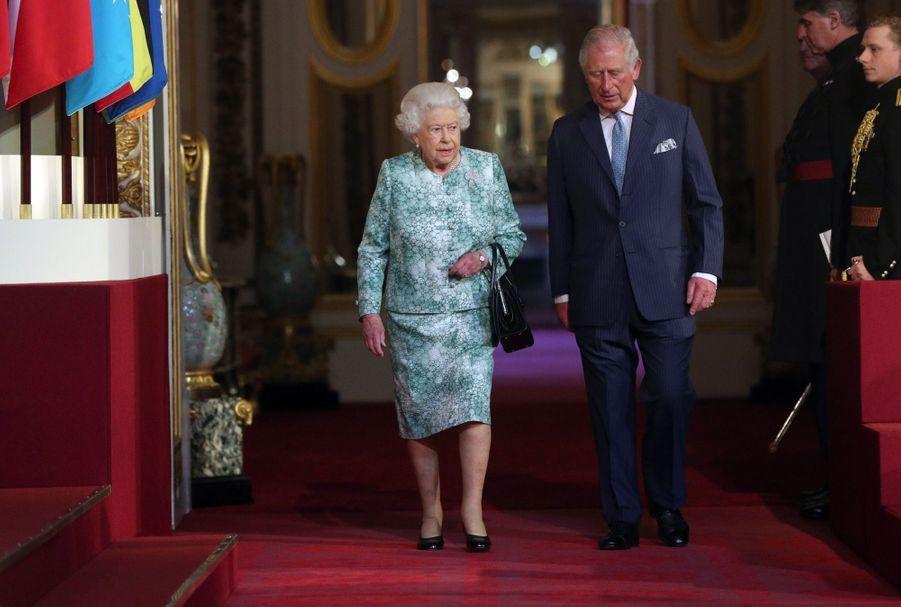 La Reine Ouvre En Famille Le Sommet Du Commonwealth Au Château De Windsor, Jeudi 19 Avril 1