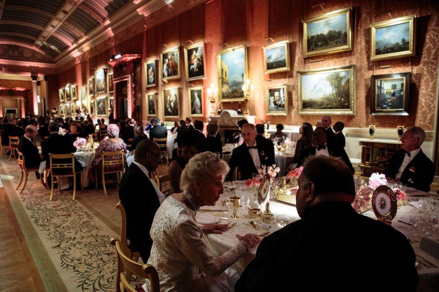 La Reine Ouvre En Famille Le Sommet Du Commonwealth Au Château De Windsor, Jeudi 19 Avril 12