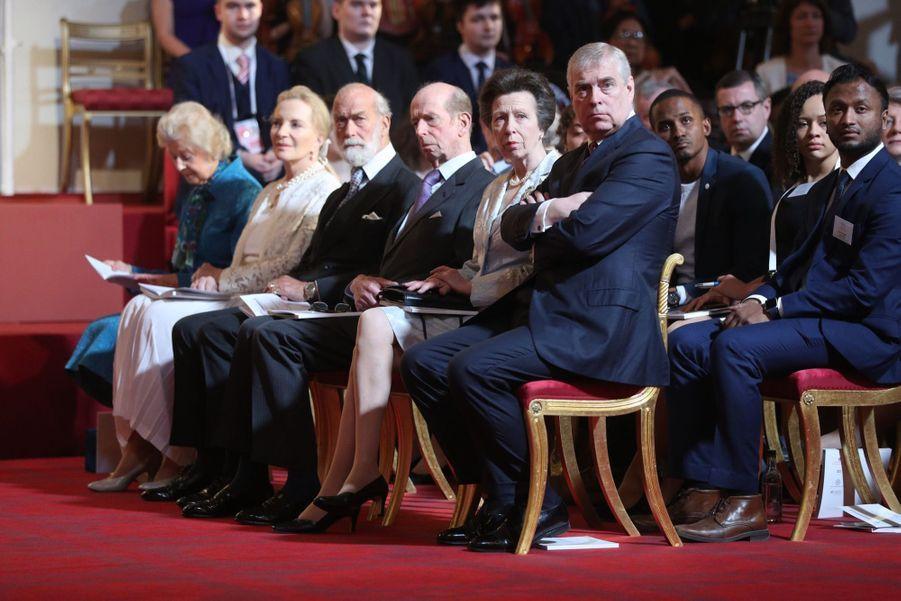 La Reine Ouvre En Famille Le Sommet Du Commonwealth Au Château De Windsor, Jeudi 19 Avril 2