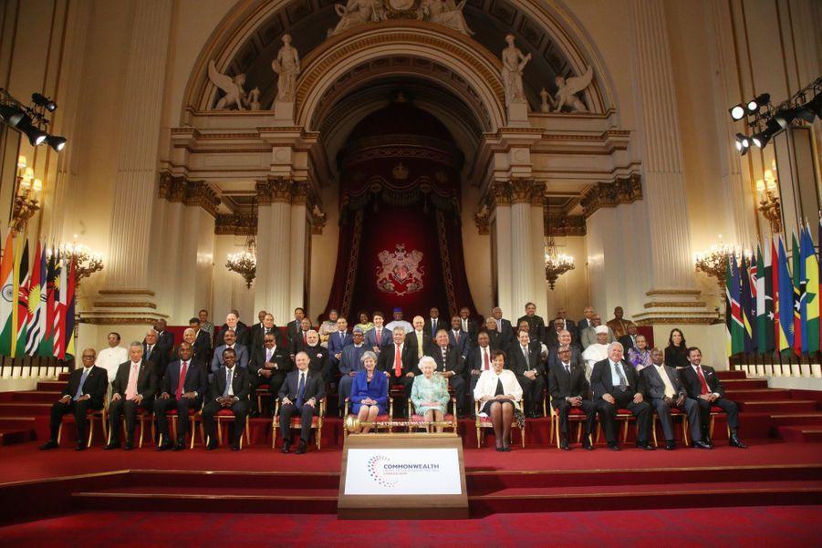 La Reine Ouvre En Famille Le Sommet Du Commonwealth Au Château De Windsor, Jeudi 19 Avril 3