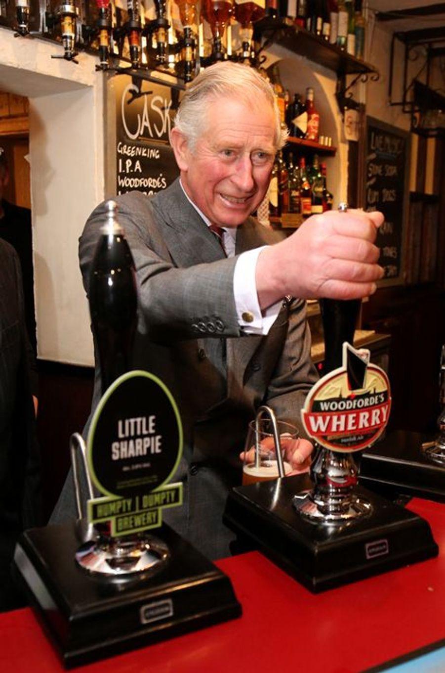 Le prince Charles au pub White Horse à Upton, le 22 février 2016