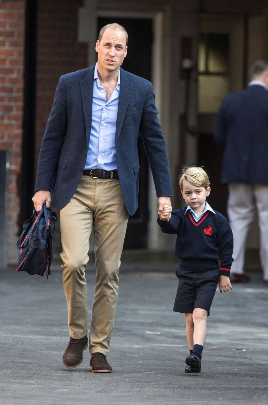 Le prince George de Cambridge arrive à la Thomas's Battersea School à Londres avec le prince William, le 7 septembre 2017
