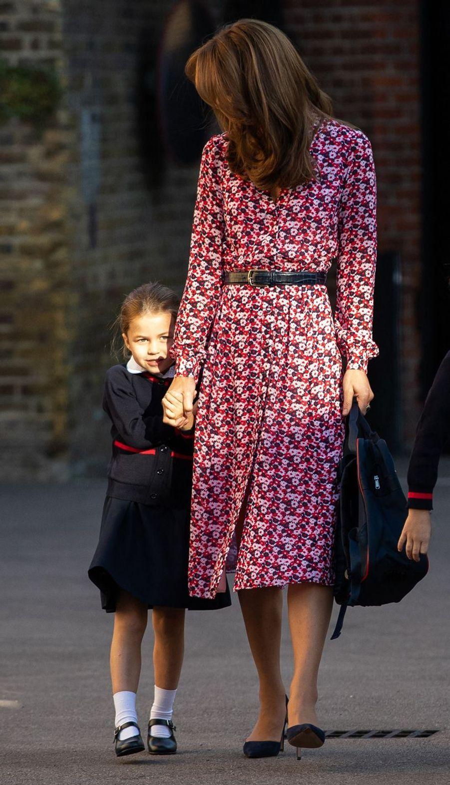 La princesse Charlotte fait sa rentrée scolaire.