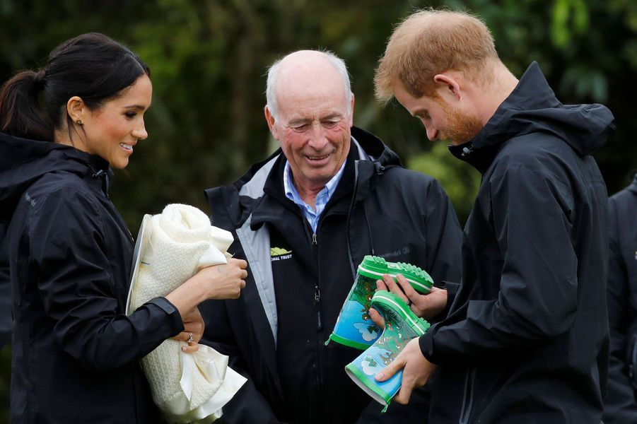 Meghan et le prince Harry participent à un lancer de bottes de pluie, en Nouvelle-Zélande