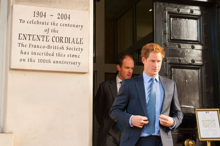 Le prince Harry sort de l'ambassade de France à Londres, le 9 janvier 2015