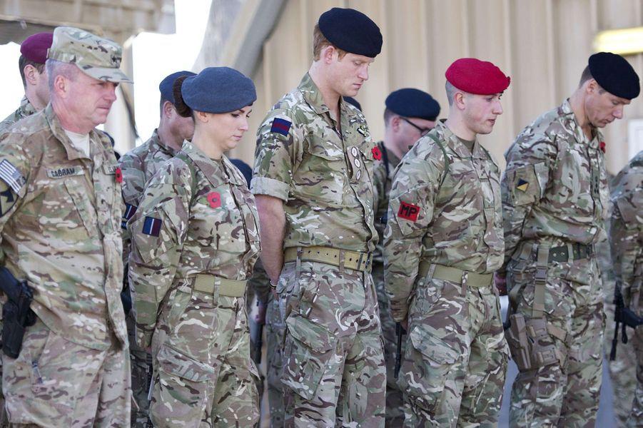 Le prince Harry d'Angleterre à la base aérienne de Kandahar en Afghanistan, le 9 novembre 2014