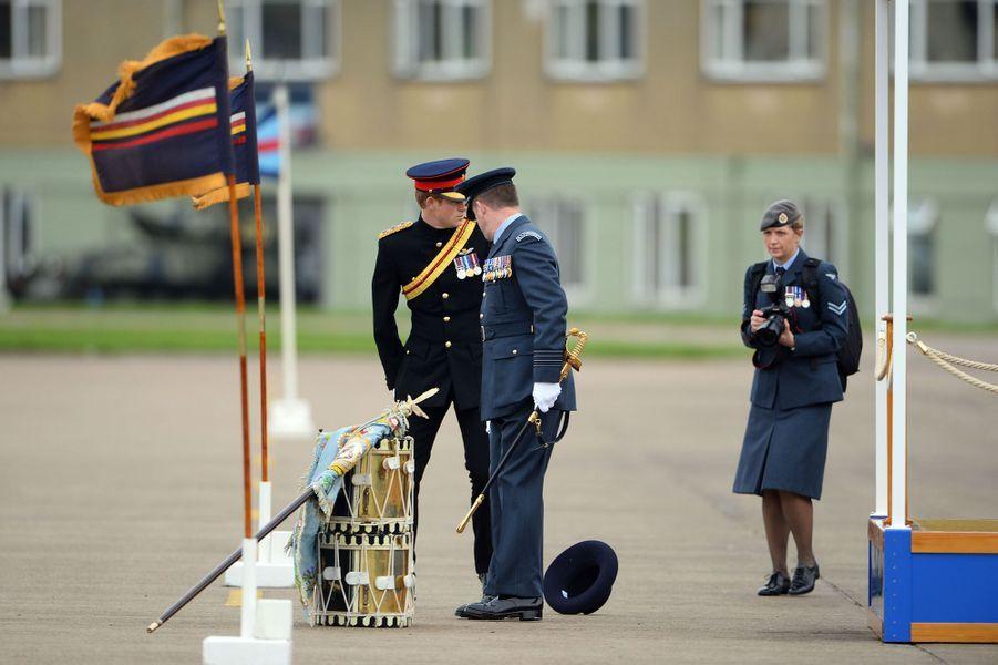 Le prince Harry sur la base RAF Honington à Bury St Edmunds, le 12 novembre 2014