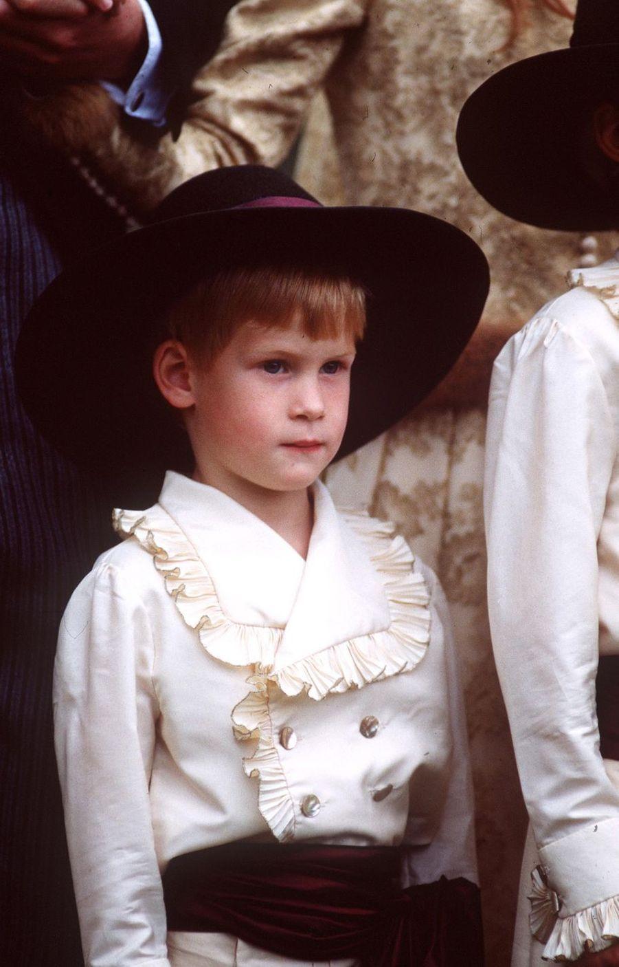 Le prince Harry lors du mariage de son oncle maternel Louis Spencer en septembre 1989