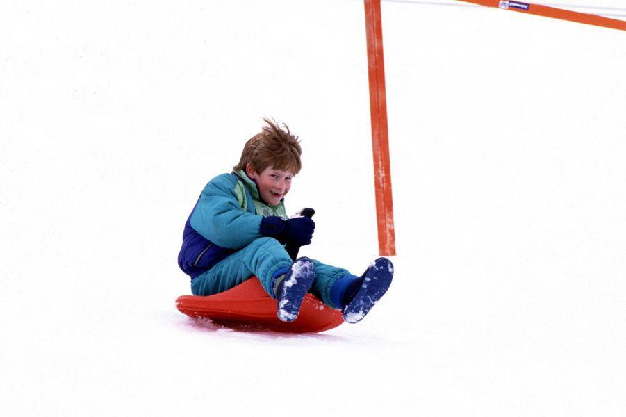 Le prince Harry lors de vacances au ski en famille en Autriche à l'hiver 1992