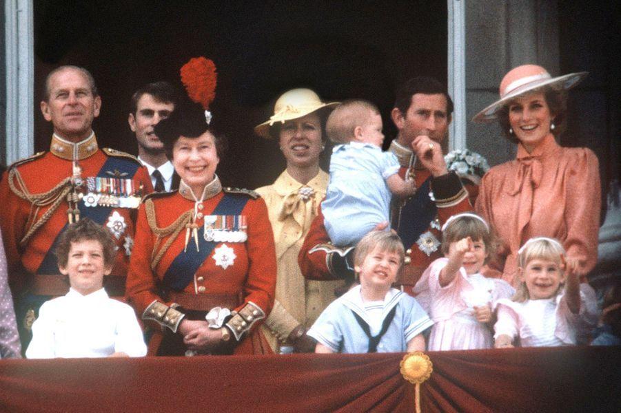 Le prince Philip avec la famille royale, le 17 juin 1985
