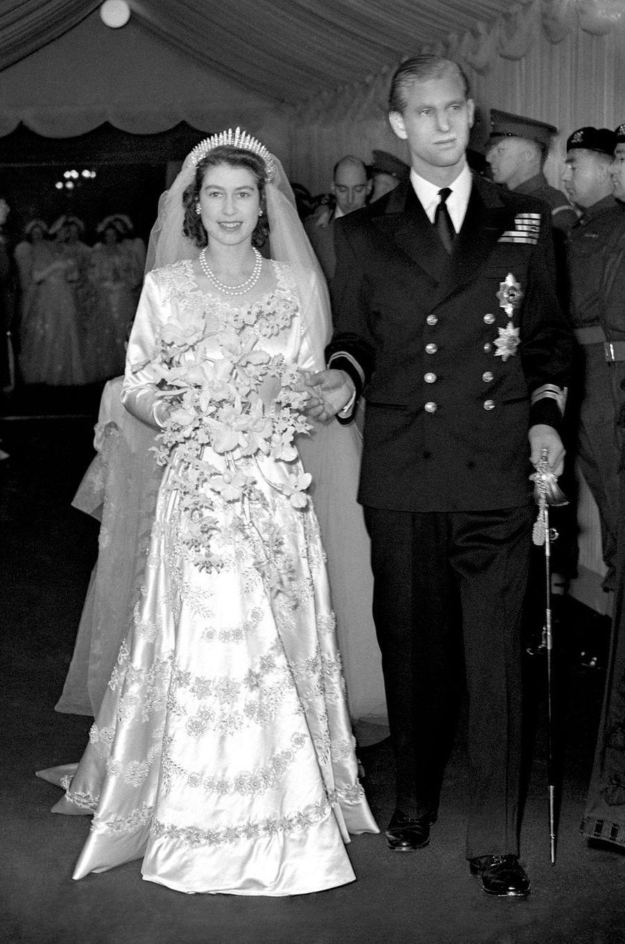 Le prince Philip avec la reine Elizabeth II le jour de leur mariage, le 20 novembre 1947