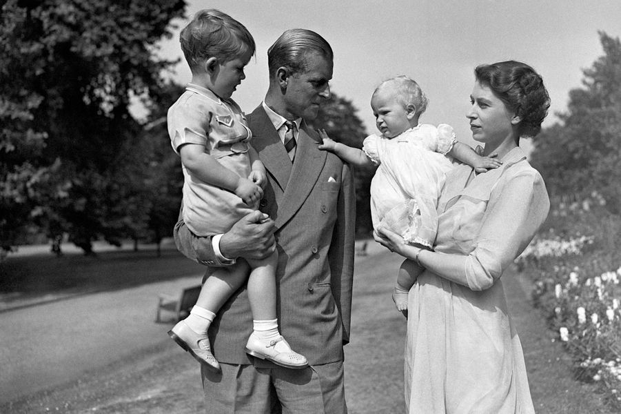 Le prince Philip avec la reine Elizabeth II, le prince Charles et la princesse Anne, le 9 août 1951