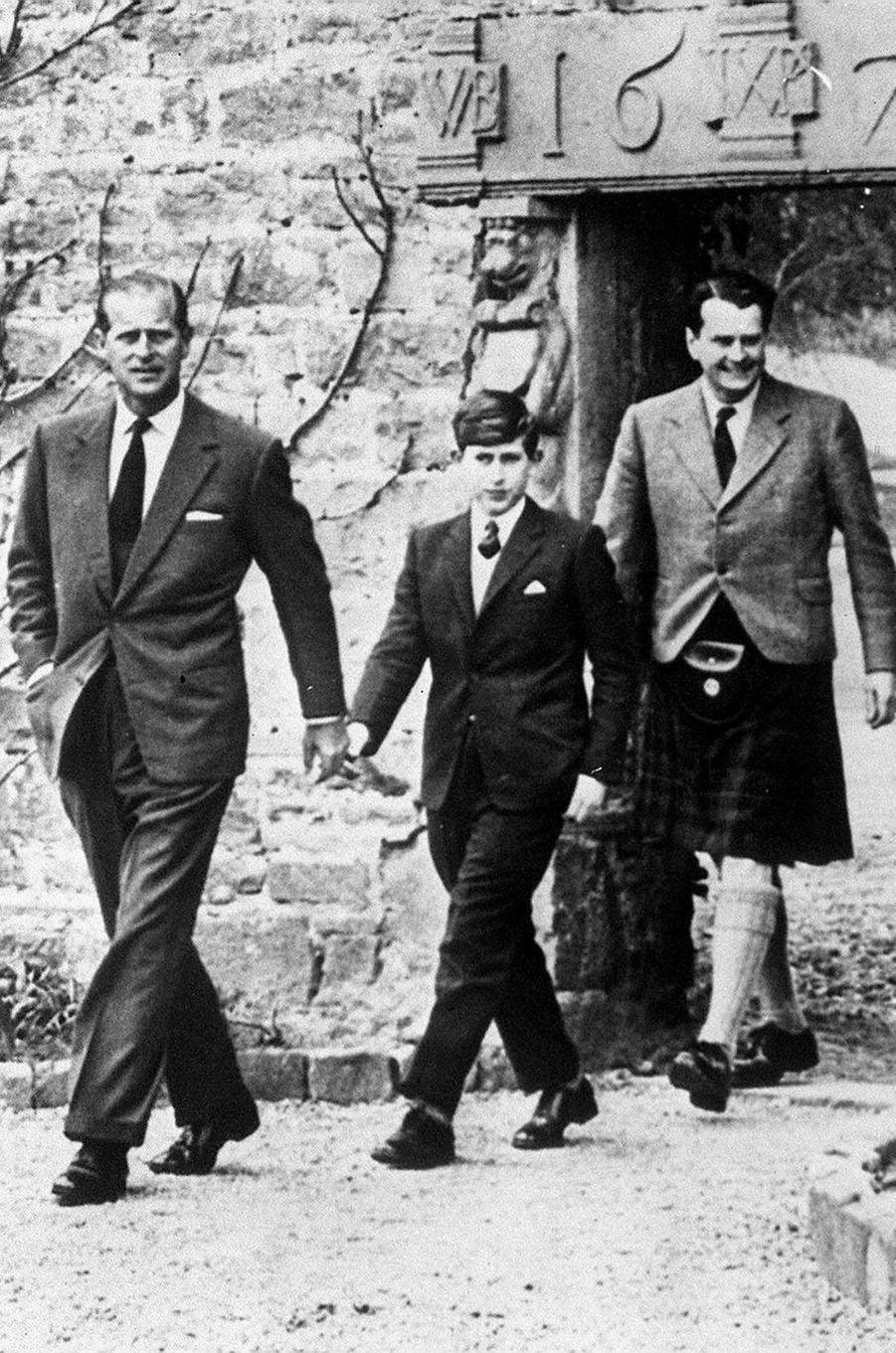 Le prince Philip avec le prince Charles, le 1er mai 1962
