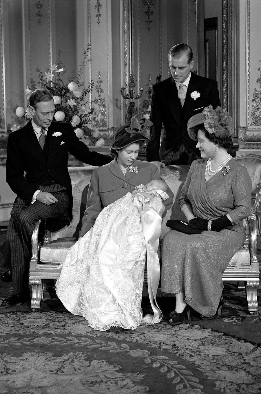 Le prince Philip lors du baptême du prince Charles, le 15 décembre 1947