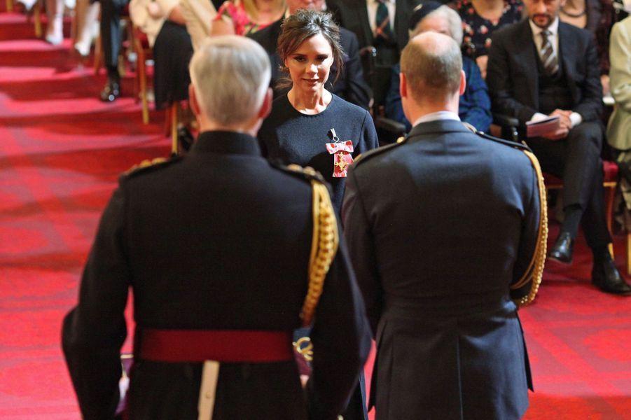 Le prince William avec Victoria Beckham à Londres, le 19 avril 2017