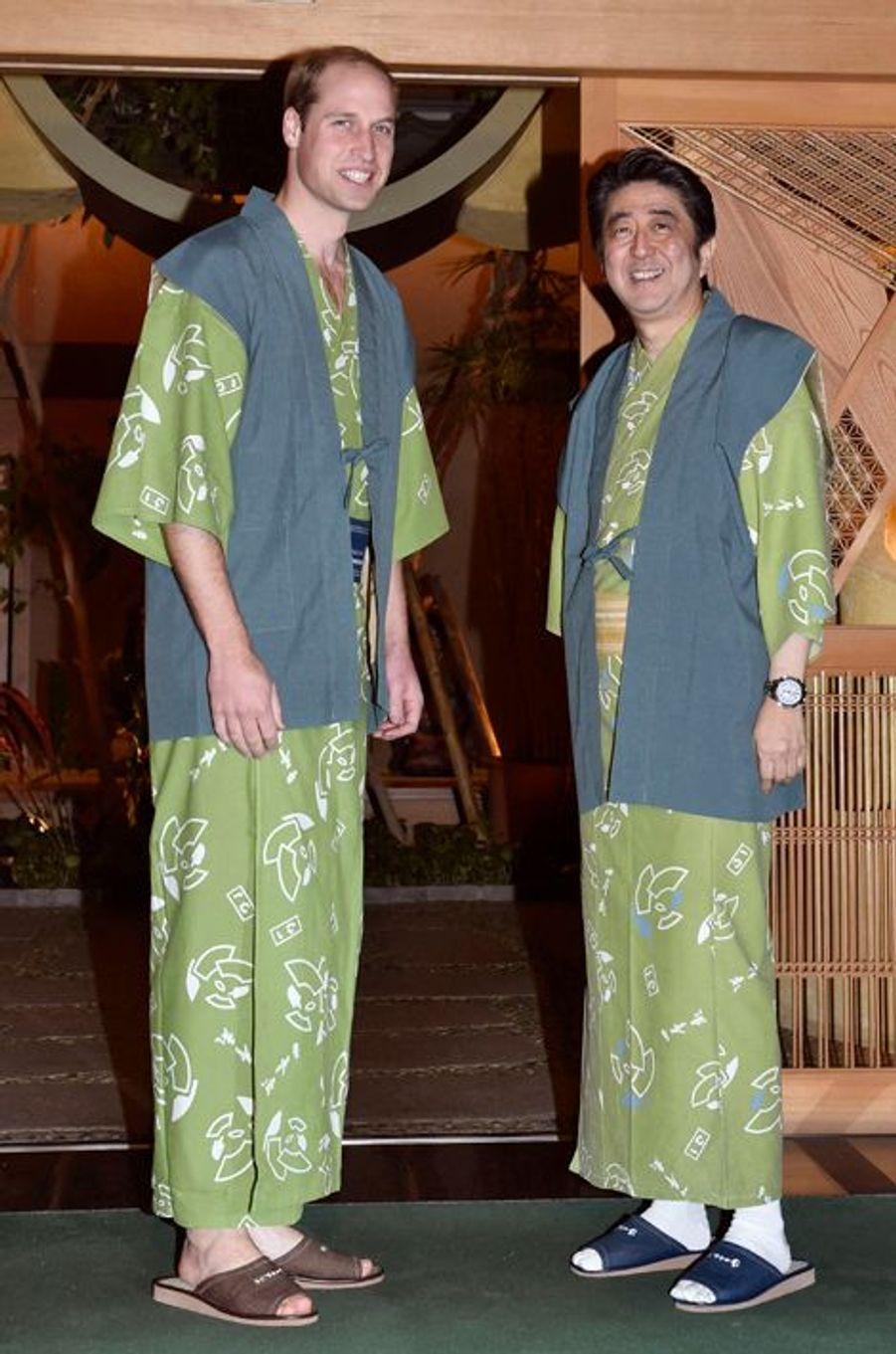 Le prince William avec Shinzo Abe à Koriyama, le 28 février 2015