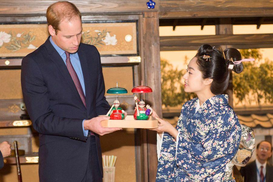 Le prince William visite les studios de NHK à Tokyo, le 28 février 2015