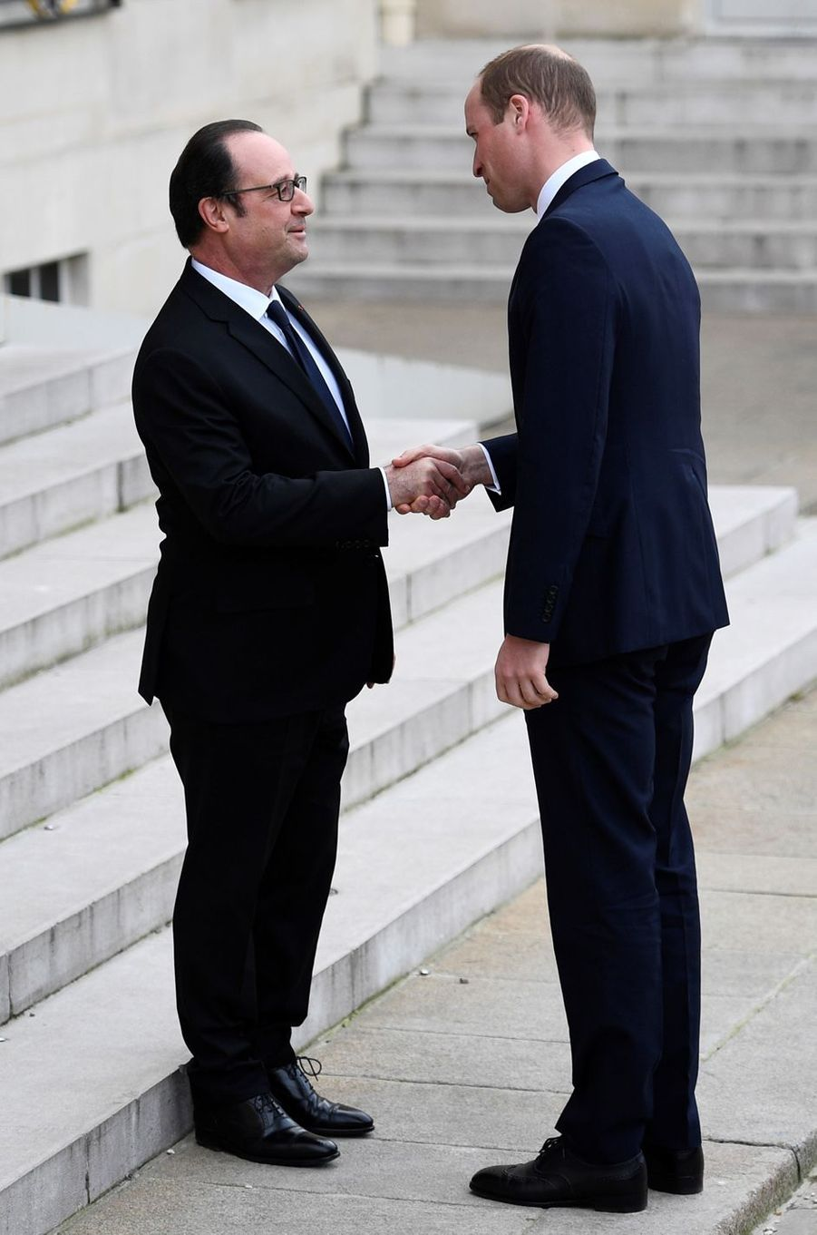 Le prince William avecFrançois Hollandeau Palais del'Elysée.