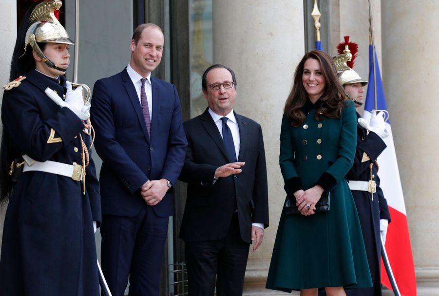 Le prince William et Kate Middleton avec François Hollande au Palais de l'Elysée.