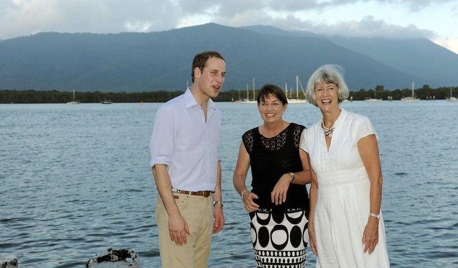 Le prince avec Anna Bligh (au centre), le Premier ministre du Queensland, et Val Schier, le Maire de Cairns.
