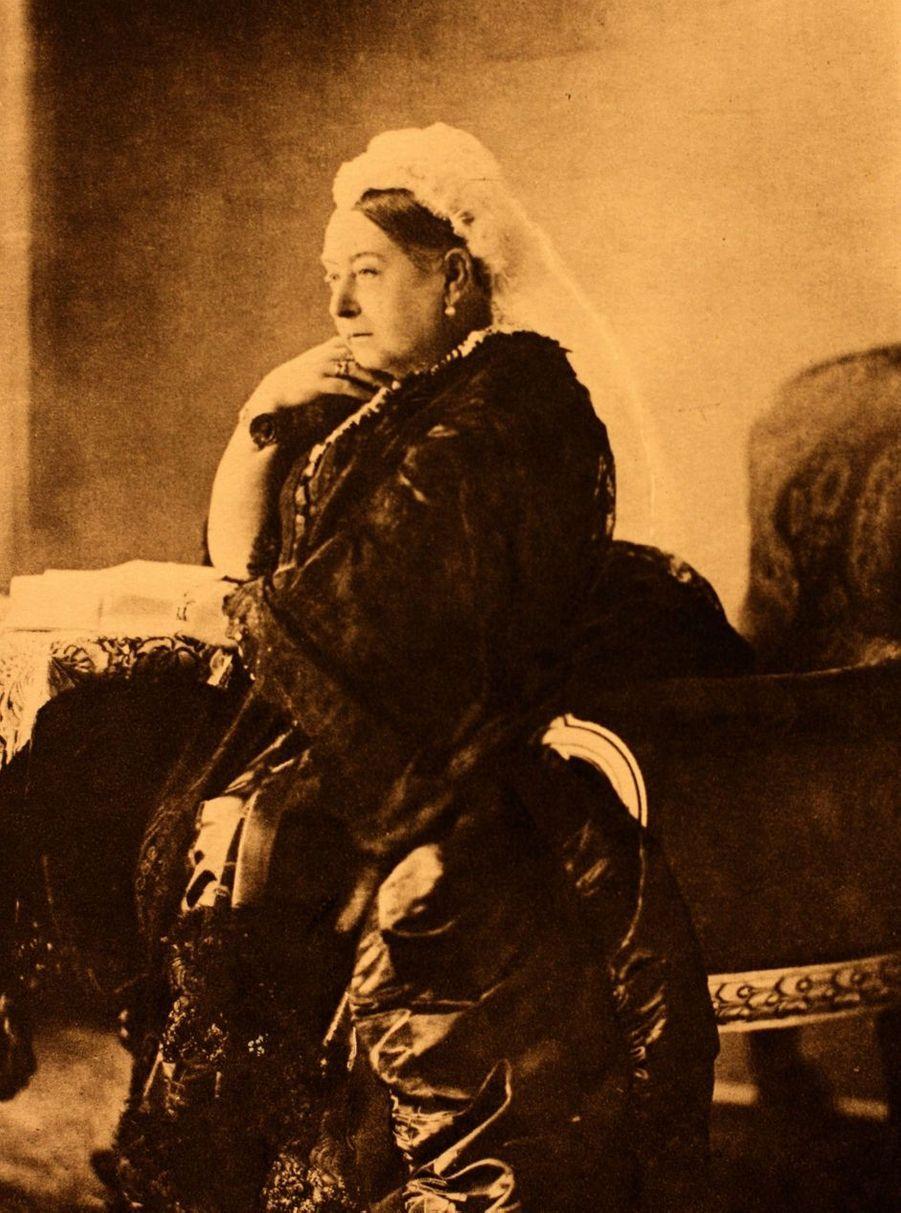 Portrait photographique de la reine Victoria vers 1880