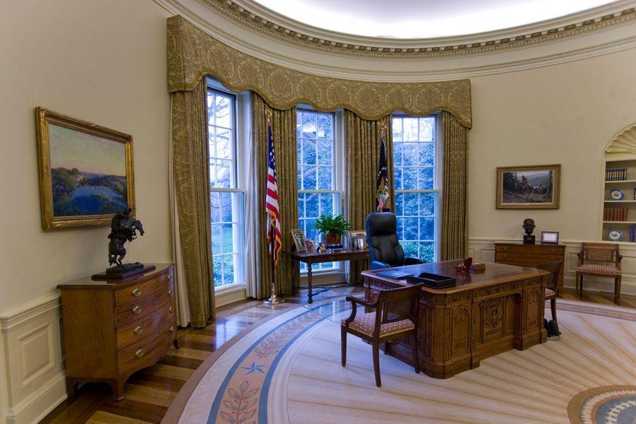 """Le """"Resolute desk"""" dans le Salon ovale de la Maison Blanche à Washington, en 2008"""