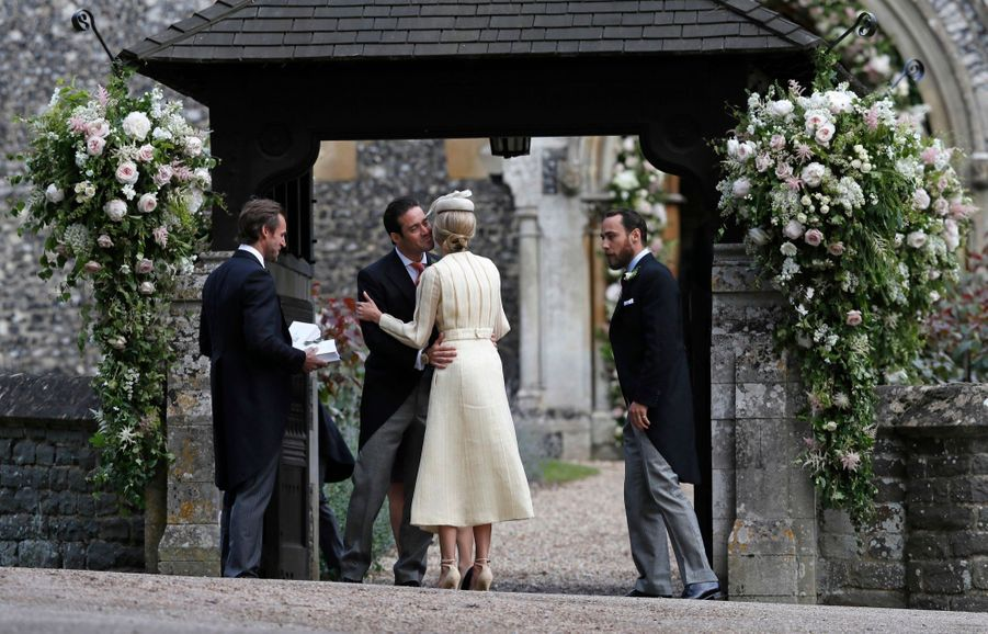 James Middleton et sa compagne Donna Air saluent Spencer Matthews.