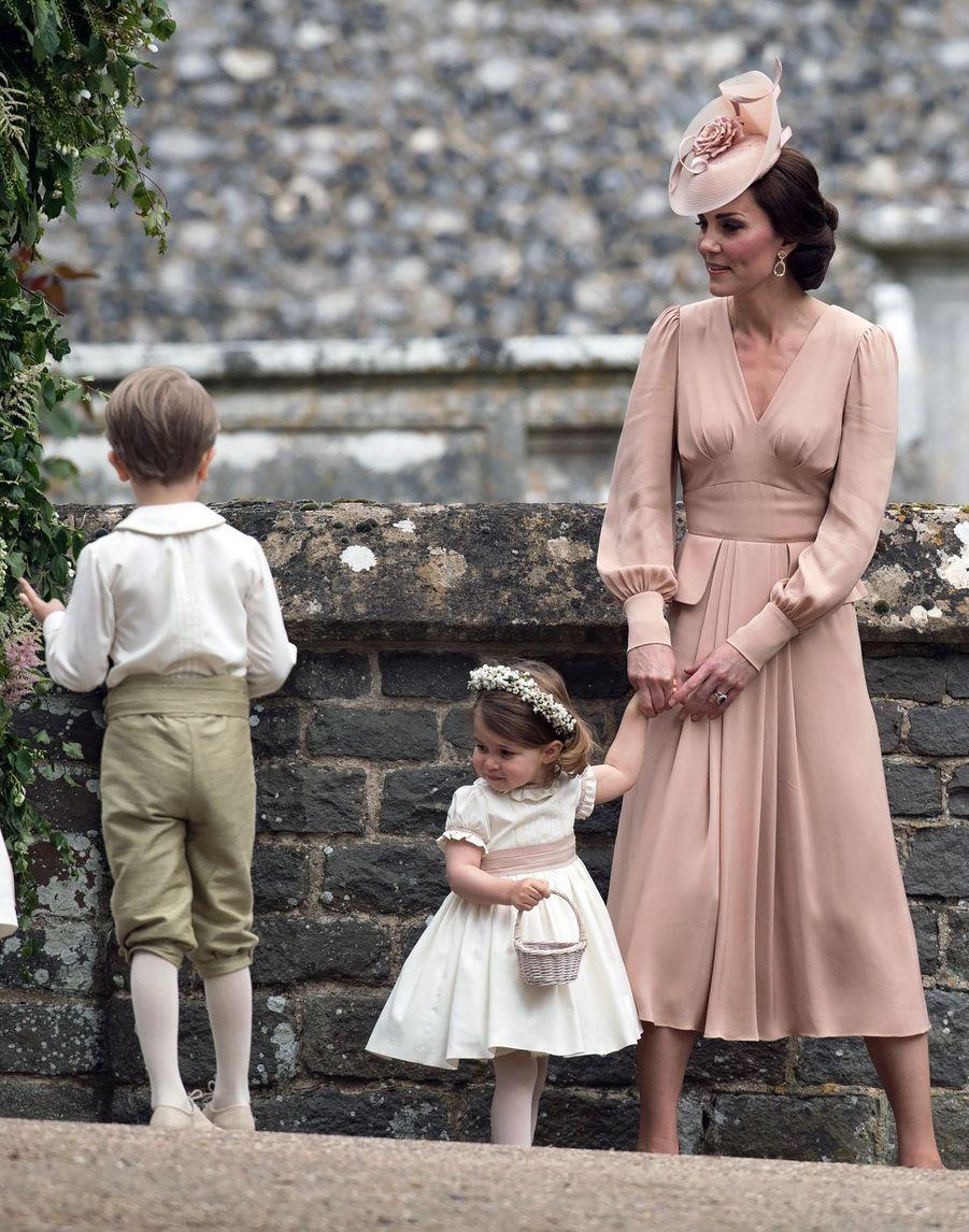 Kate et ses deux enfants George et Charlotte au mariage de Pippa Middleton