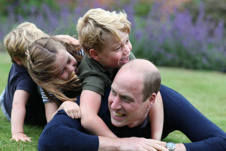 George, Charlotte et Louis de Cambridge avec le prince William pour l'anniversaire du duc de Cambridge en juin 2020