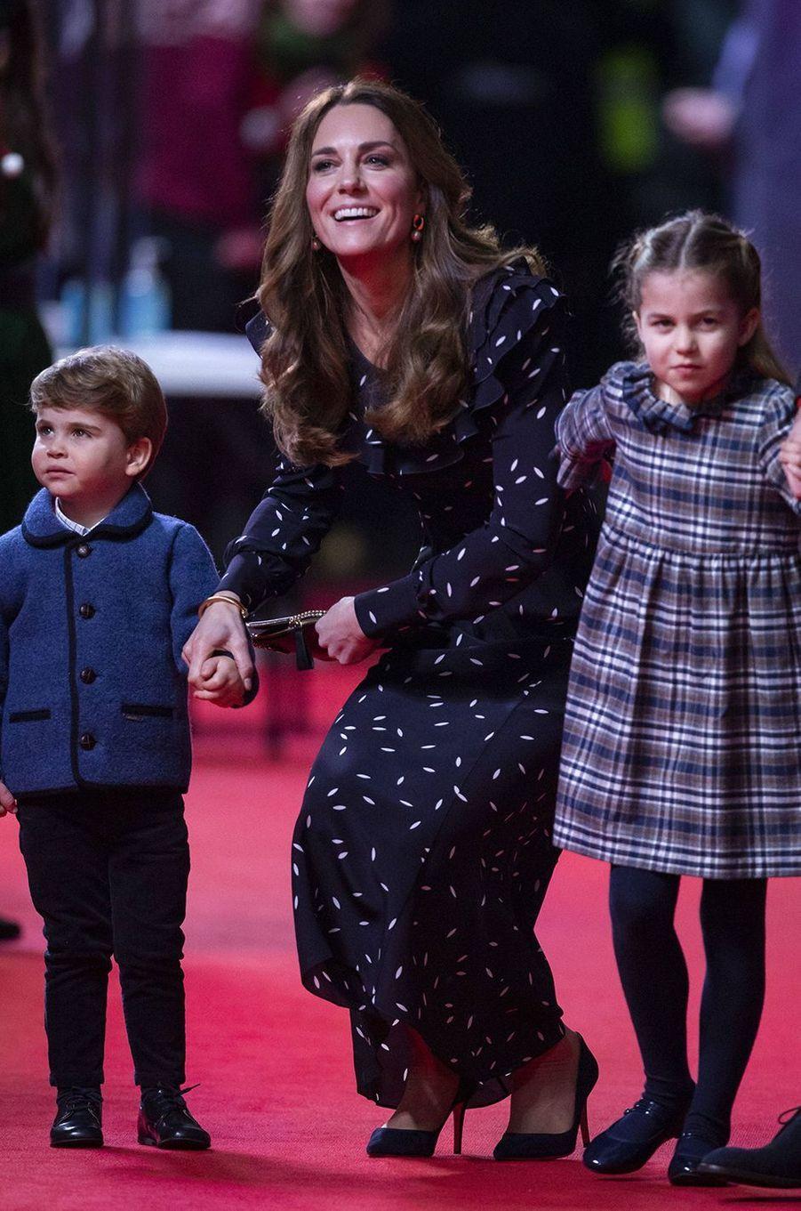 Kate Middleton avec ses enfants Louis et Charlotteau London's Palladium Theatre le 11 décembre 2020
