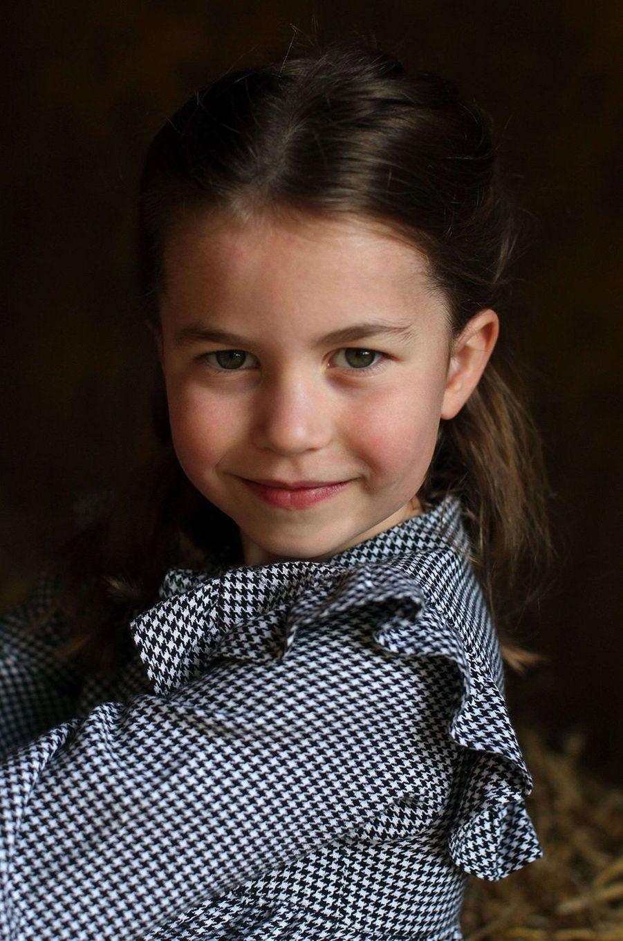 La princesse Charlotte sur un cliché partagé pour son cinquième anniversaire en mai 2020