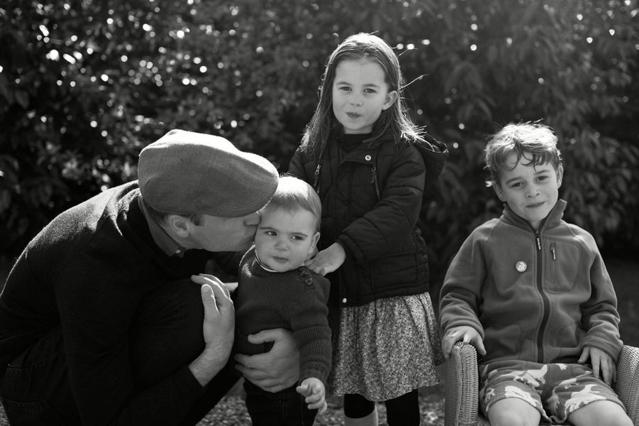 Le prince William avec ses trois enfants Louis, Charlotte et George en décembre 2019 pour la carte de vœux de fin d'année