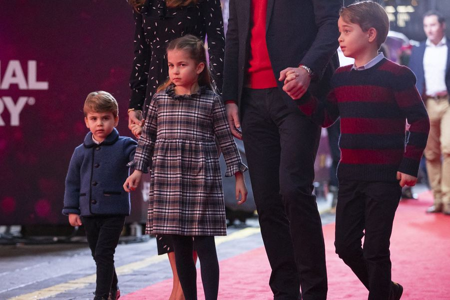Louis, Charlotte et George de Cambridgeau London's Palladium Theatre le 11 décembre 2020