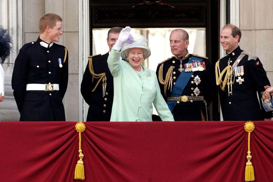 La Queen avec Harry, les princes Andrew, Philip et Edward à Londres en 2005.