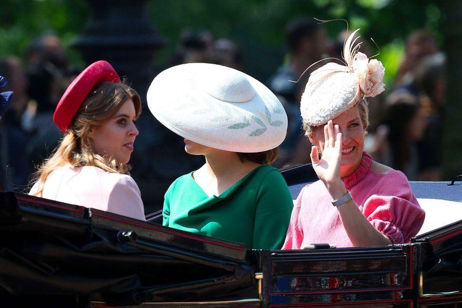 """Eugenie et Sophie, lors de la cérémonie """"Trooping the Colour"""", le 9 juin 2018."""
