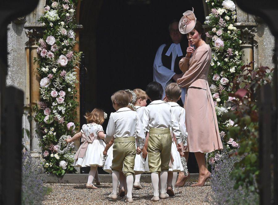 Mariage De Pippa Middleton : Kate arrive avec les enfants d'honneur