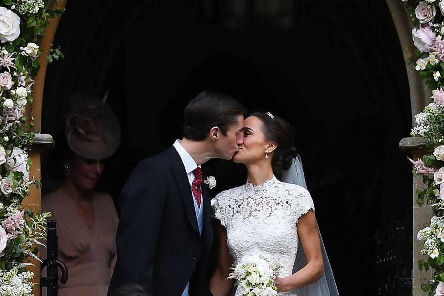 Mariage De Pippa Middleton : le baiser des mariés