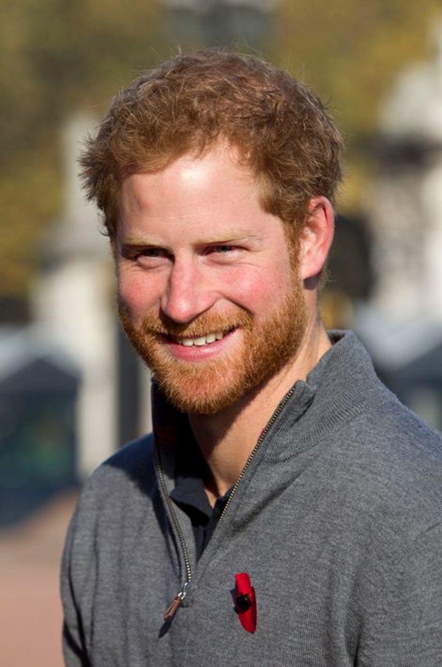 Le prince Harry devant Buckingham Palace à Londres, le 1er novembre 2015