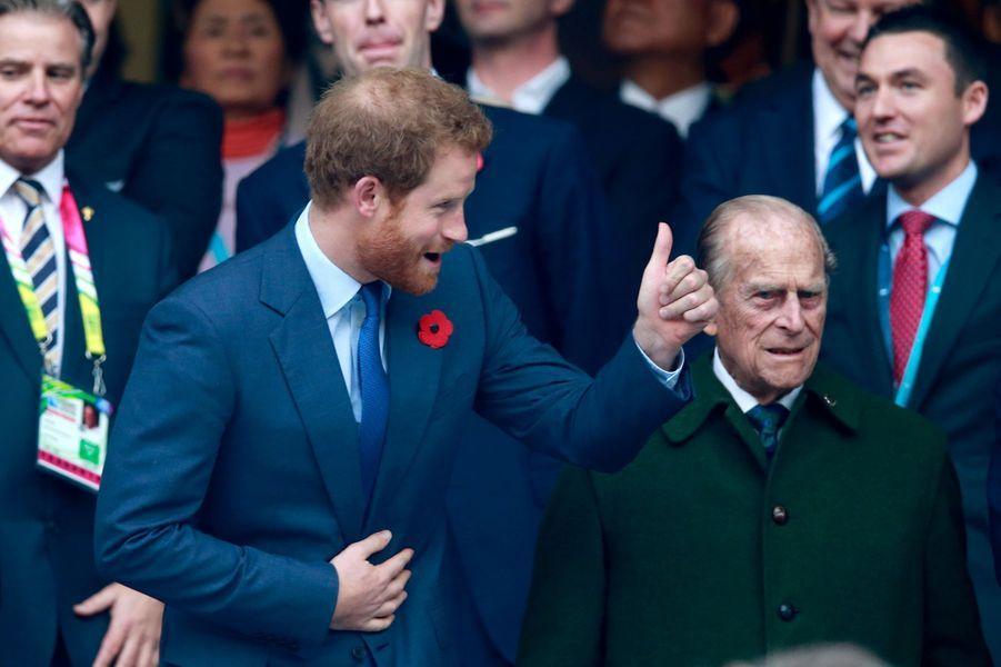 Les princes Harry et Philip au stade de Twickenham à Londres, le 31 octobre 2015