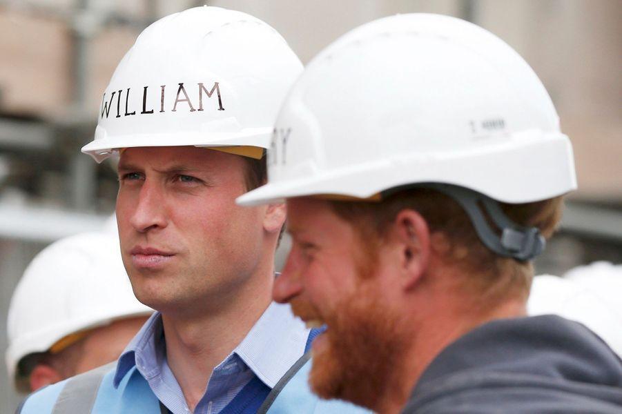 Les princes William et Harry à Manchester, le 23 septembre 2015