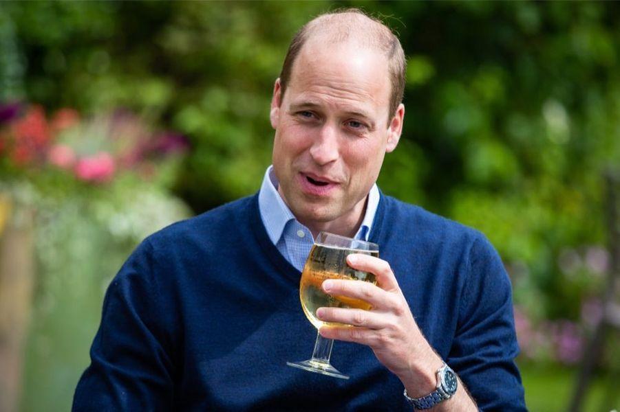 Le prince William au pub The Rose and Crown, à Snettisham le vendredi 3 juillet 2020, à la veille d'une nouvelle phase du déconfinement du pays.