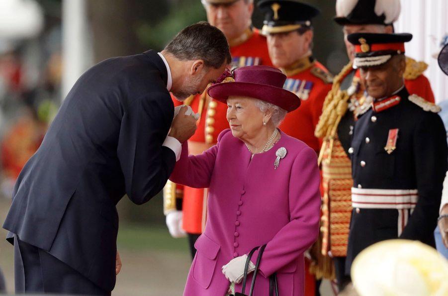Letizia Et Felipe En Visite Chez La Reine Elizabeth II 13