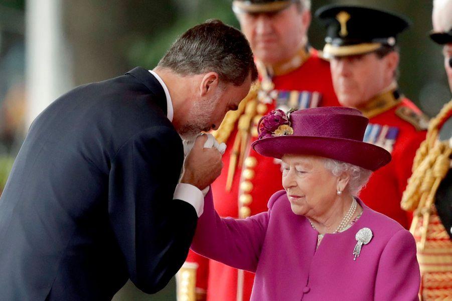 Letizia Et Felipe En Visite Chez La Reine Elizabeth II 14
