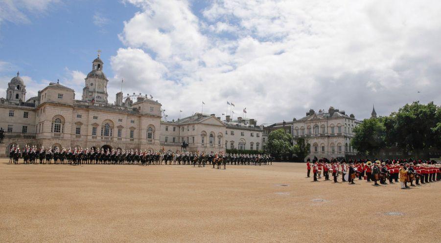 Letizia Et Felipe En Visite Chez La Reine Elizabeth II 26