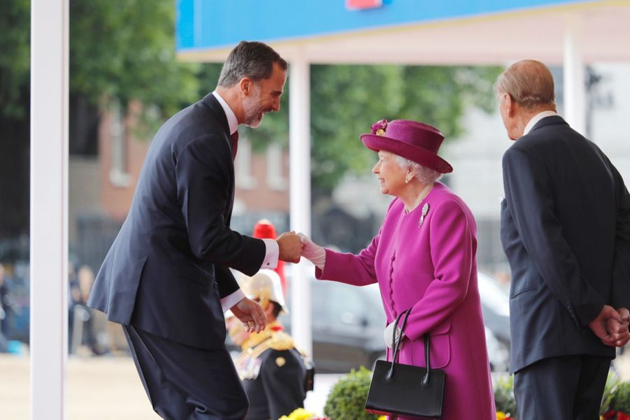 Letizia Et Felipe En Visite Chez La Reine Elizabeth II 32