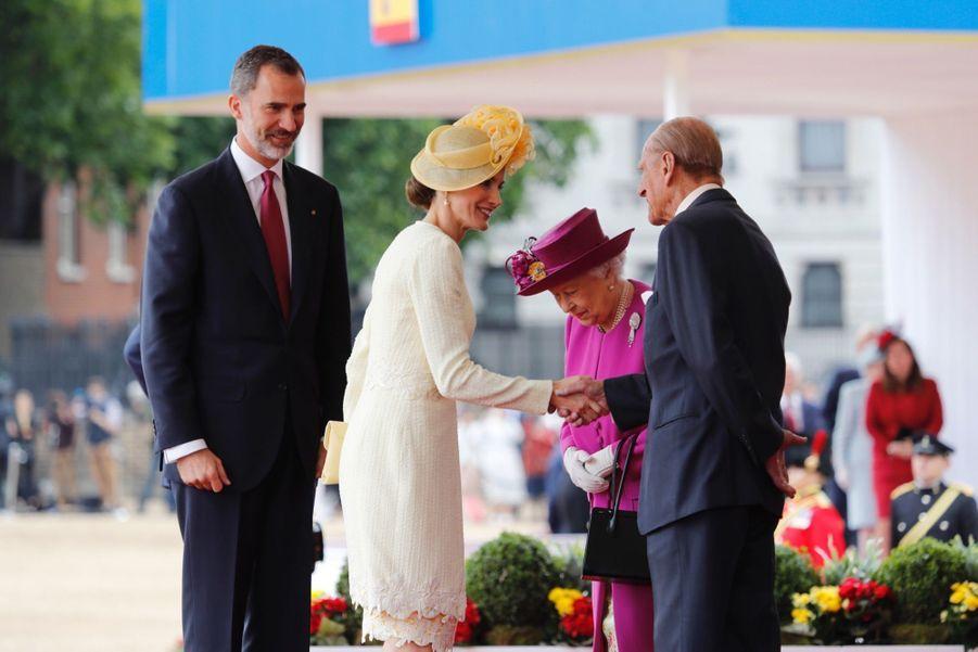 Letizia Et Felipe En Visite Chez La Reine Elizabeth II 35