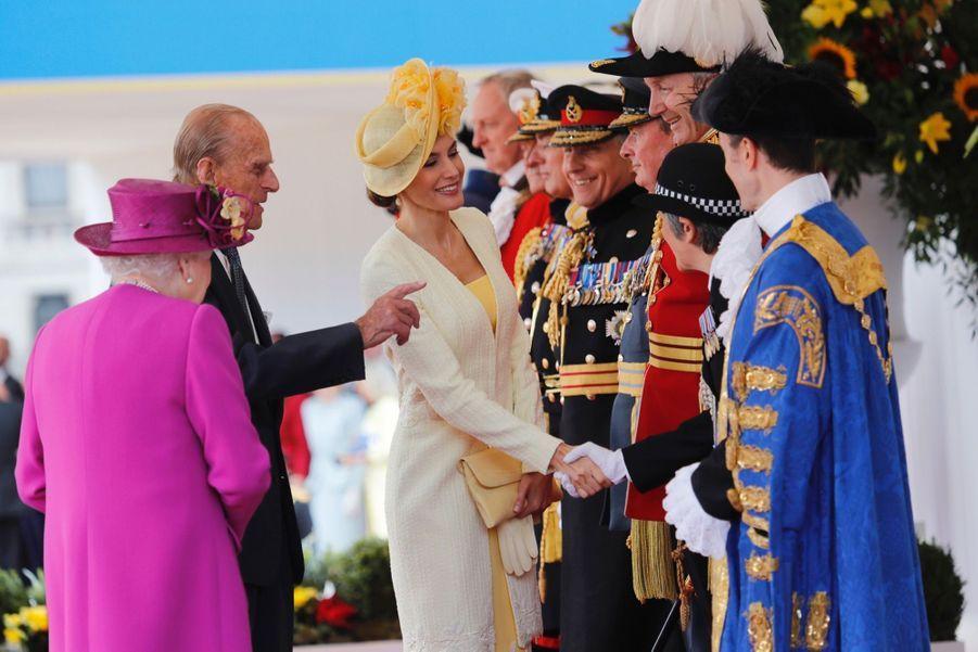 Letizia Et Felipe En Visite Chez La Reine Elizabeth II 36