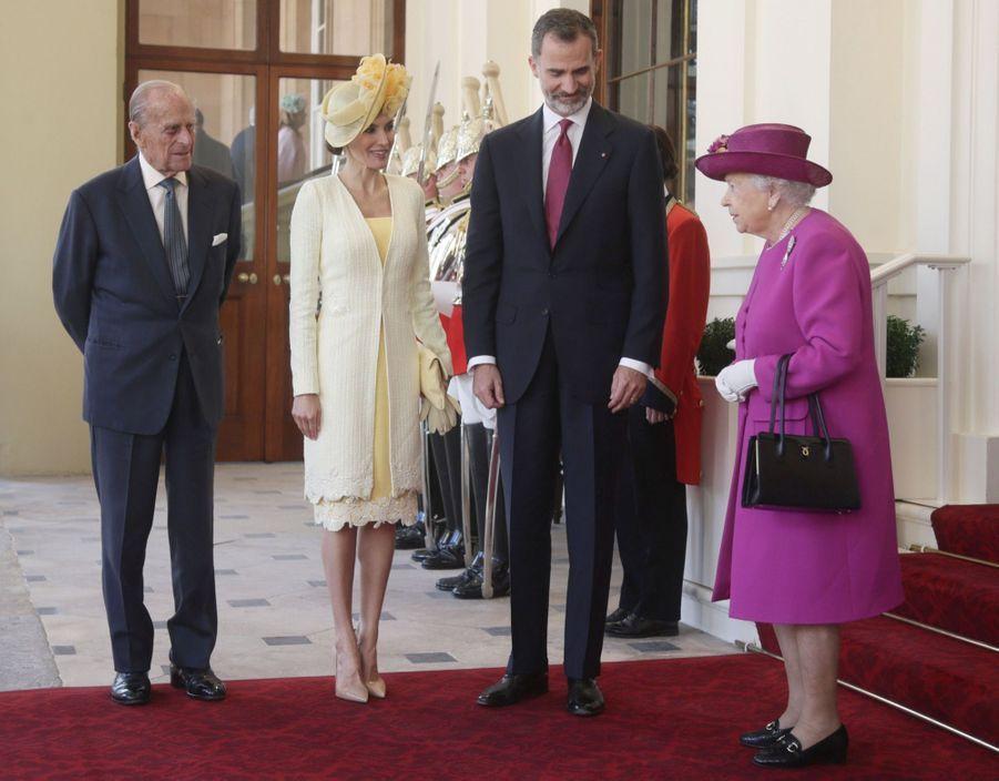 Letizia Et Felipe En Visite Chez La Reine Elizabeth II 9