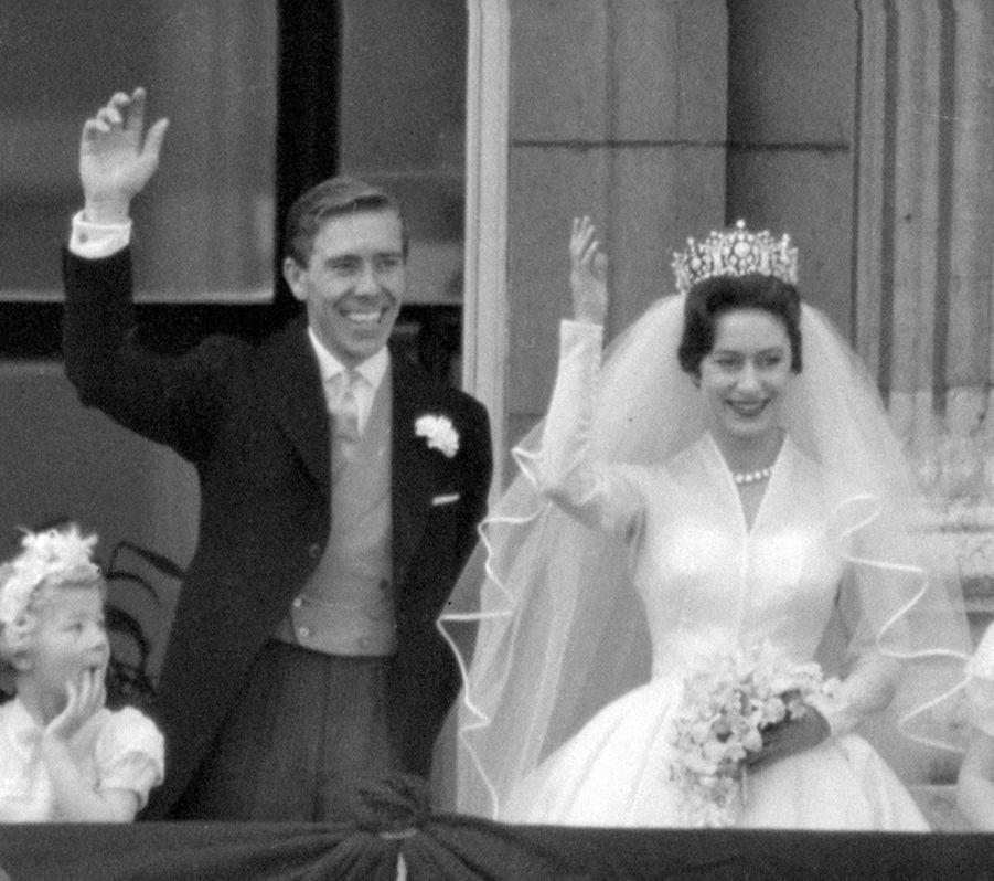 La princesse Margaret et Lord Snowdon, au balcon de Buckingham le jour de leur mariage, le 6 mai 1960