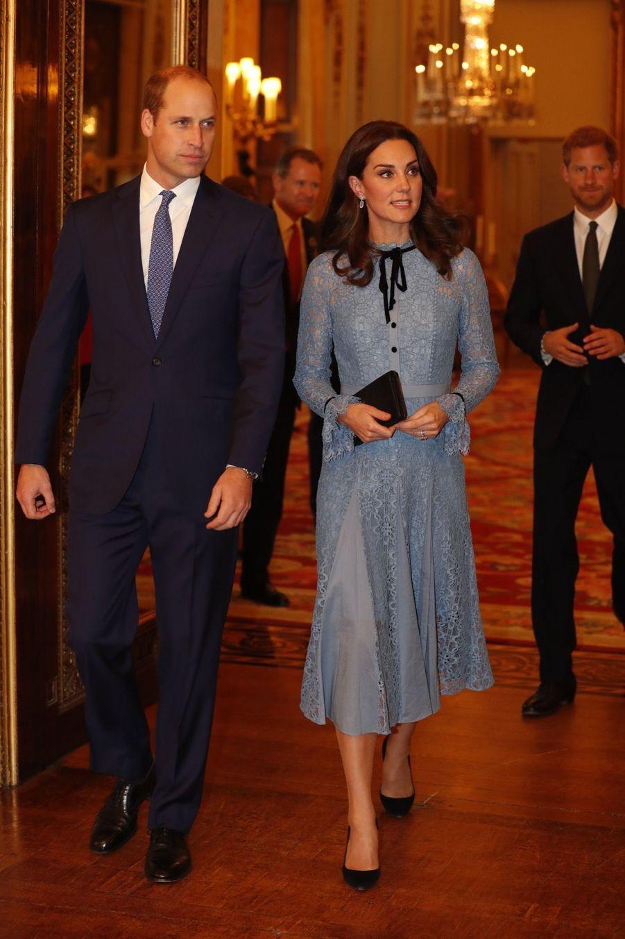 Kate, William et Harry lors d'une réception pour la journée de la santé mentale, à Buckingham palace, le 10 octobre 2017